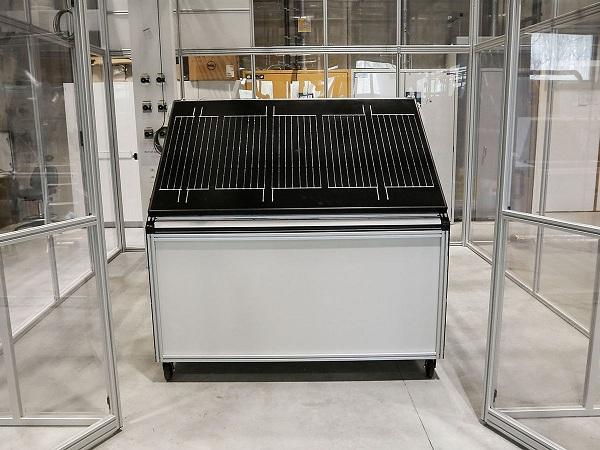 Pin điện mặt trời sản xuất hydro mỗi ngày từ không khí