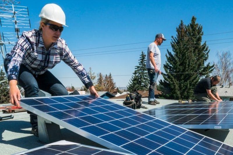 Phát triển lớp phủ dẫn điện tốt hơn để bảo vệ pin mặt trời