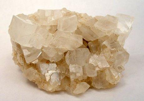 Khoáng vật magnesit (MgCO3) lưu trữ CO2