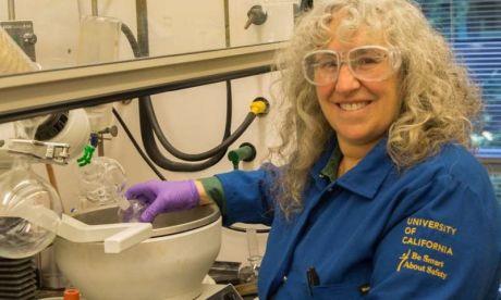 Phát triển các chất thay thế an toàn cho chất làm dẻo phthalate dùng trong nhựa