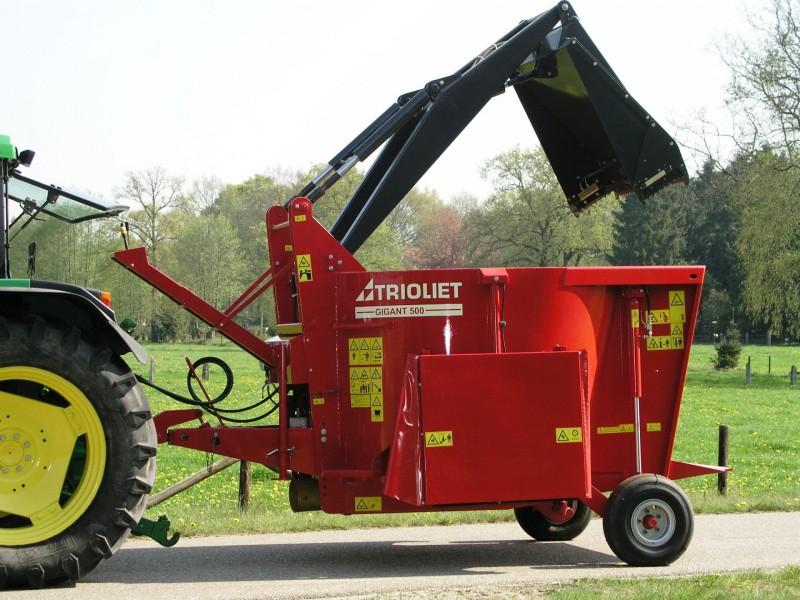 Máy trộn rải thức ăn di động tự tải liệu cho bò Gigant