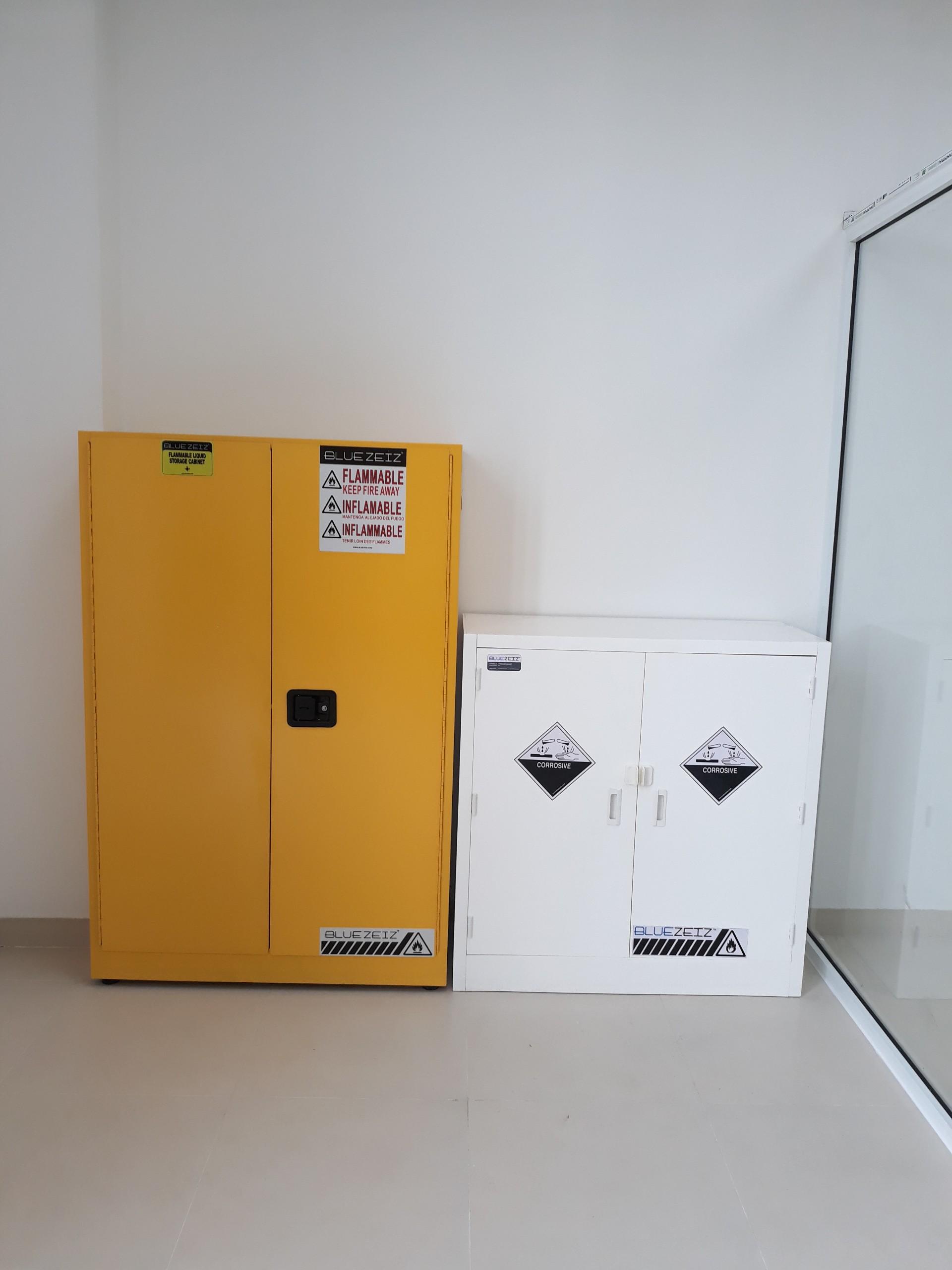 Tủ đựng hóa chất chống cháy 170 lít BlueFC-45G