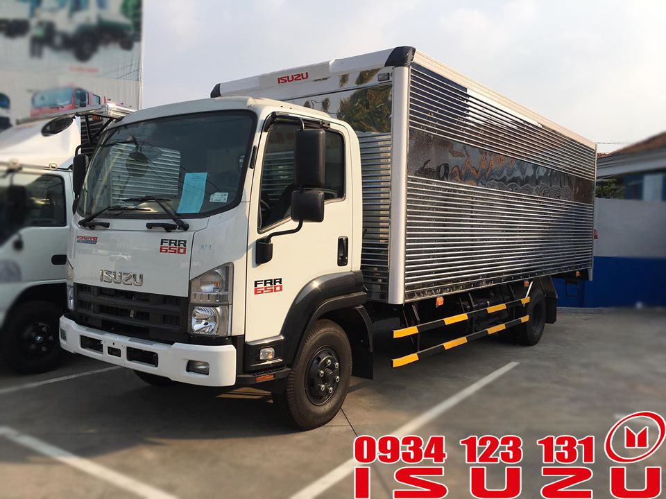Xe Isuzu 6T5 thùng kín
