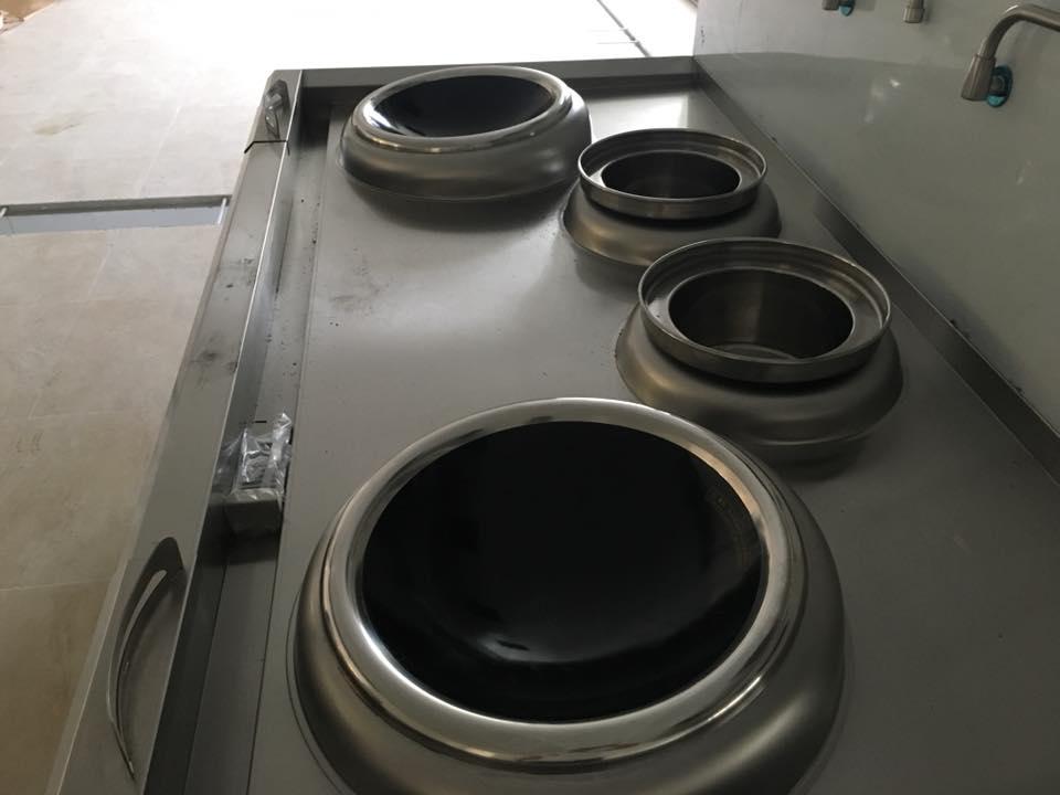 Bếp xào điện 4 bếp rất tiện lợi cho công xưởng