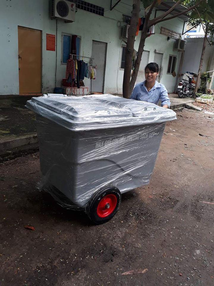 Xe rác đẩy tay nhựa composite 660l 3 bánh hơi