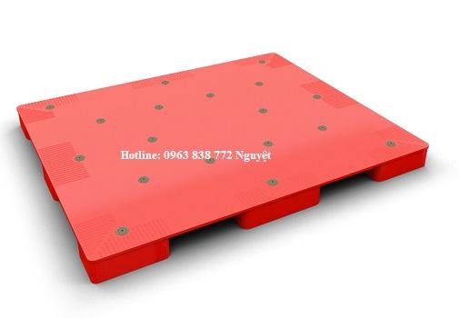 Pallet nhựa lót sàn dùng trong nhà máy