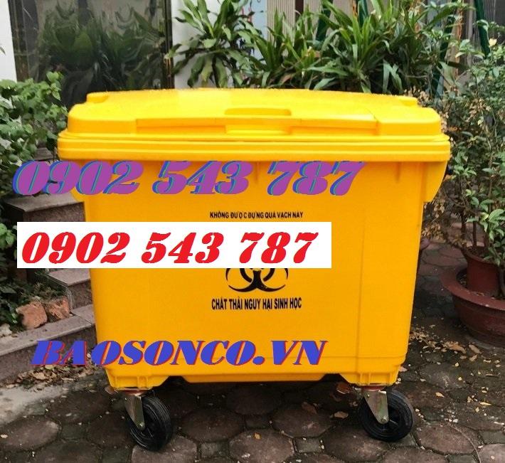Thùng rác y tế màu vàng dùng trong  khu cách  ly