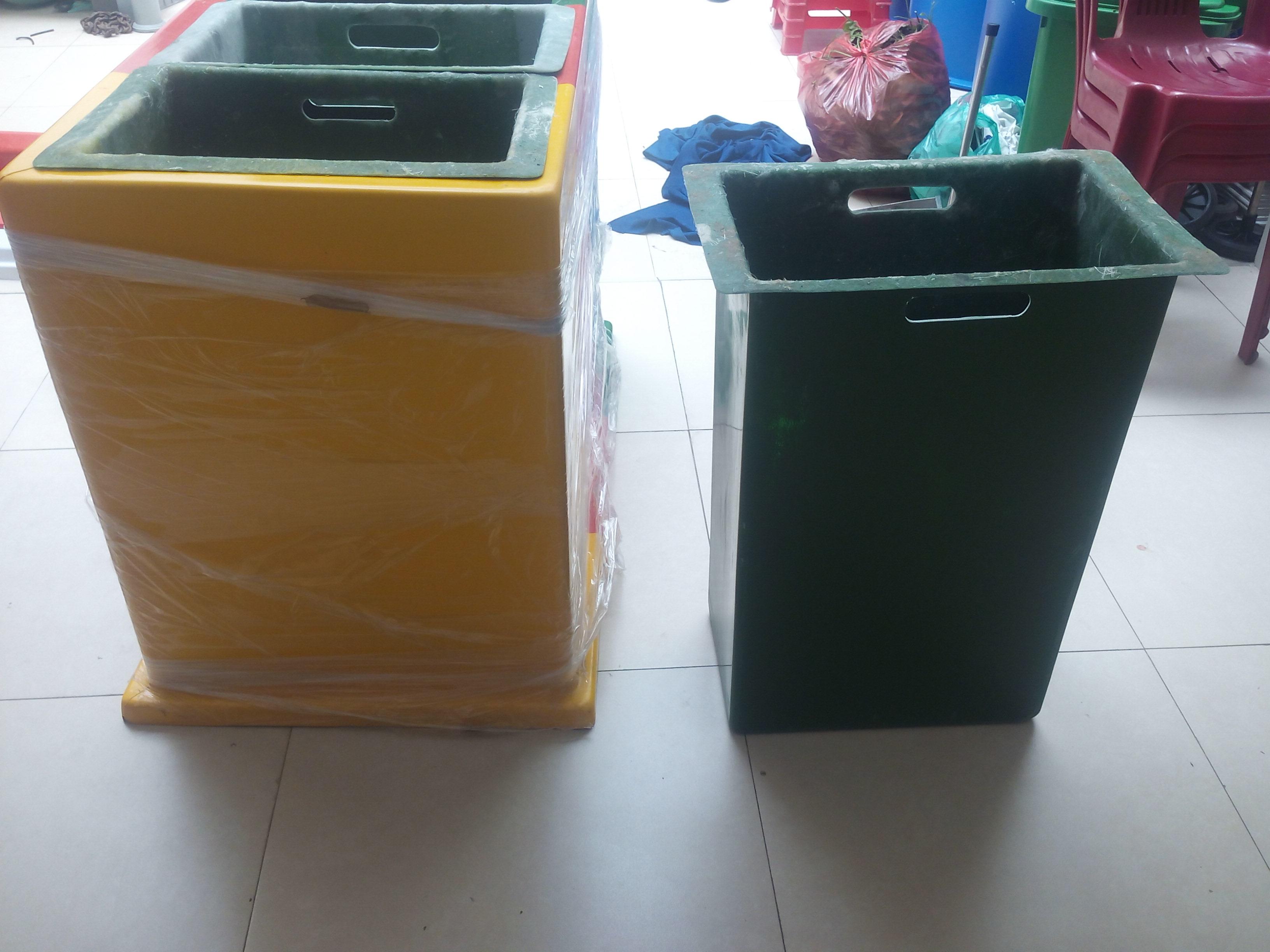 Thùng rác 3 ngăn dùng trong phân loại rác thải gia đình