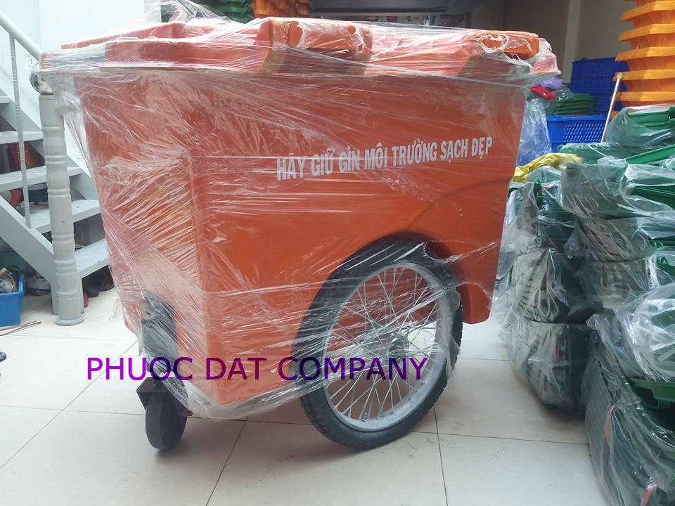 Xe đẩy rác 660 lít