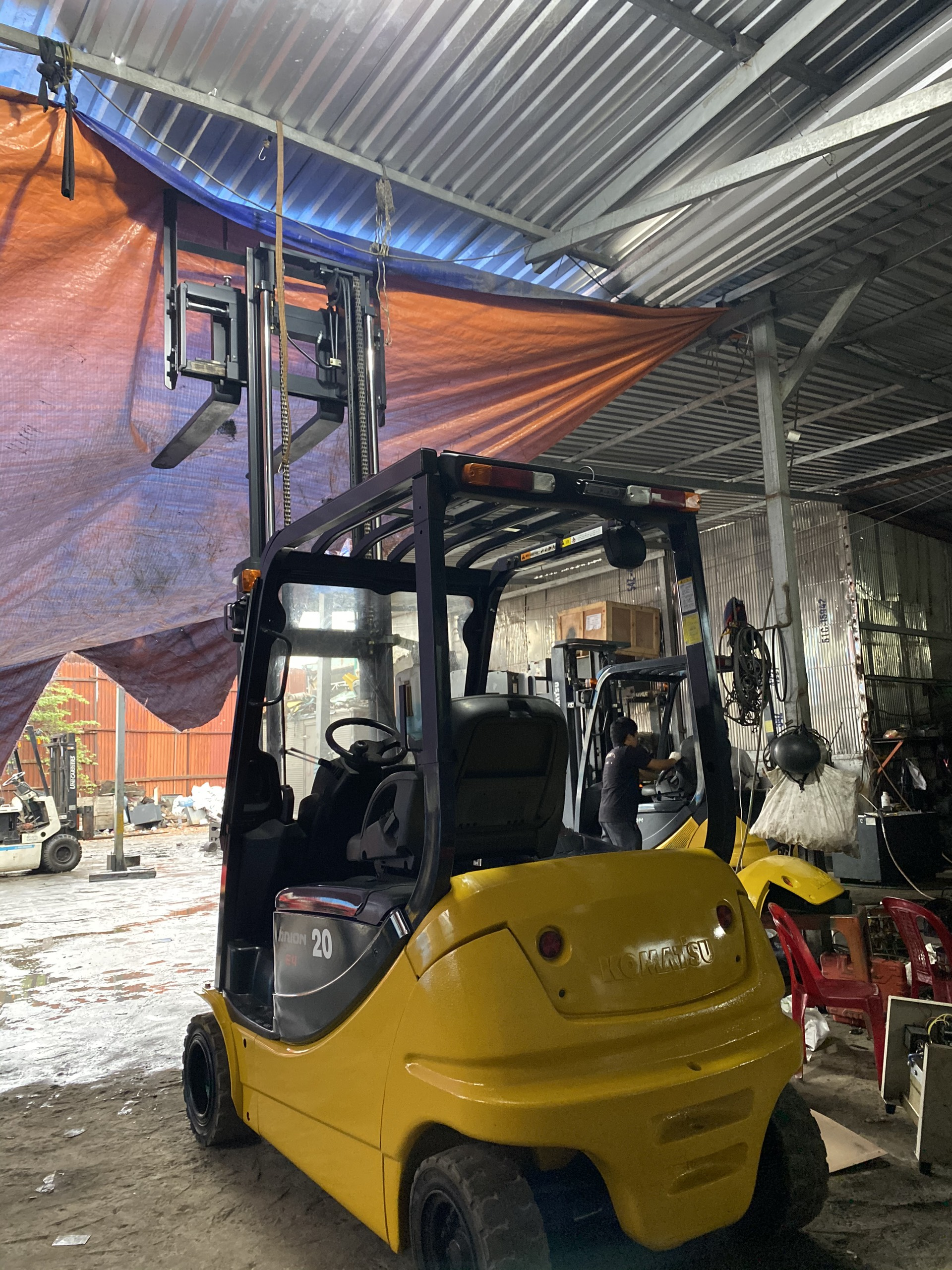Xe nâng hàng Komatsu 2T ngồi lái