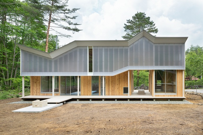 Ngắm 10 ngôi nhà hứng trọn ánh sáng như studio nhờ tấm lợp polycarbonate