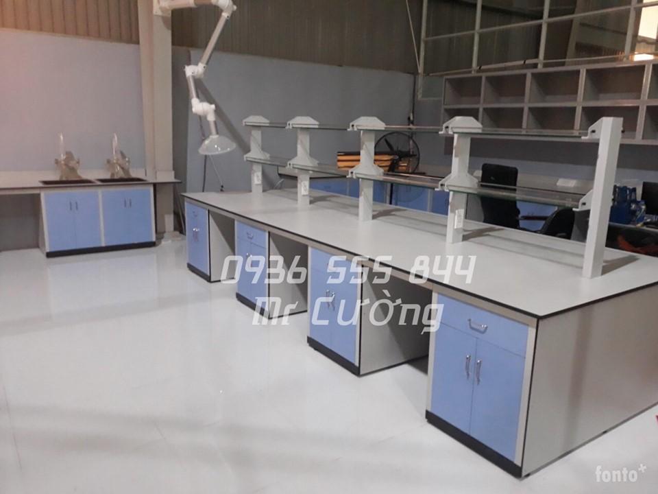 Bàn thí nghiệm trung tâm model 2500LNCT-04