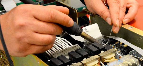 Cung cấp dịch vụ sửa chữa thiết bị