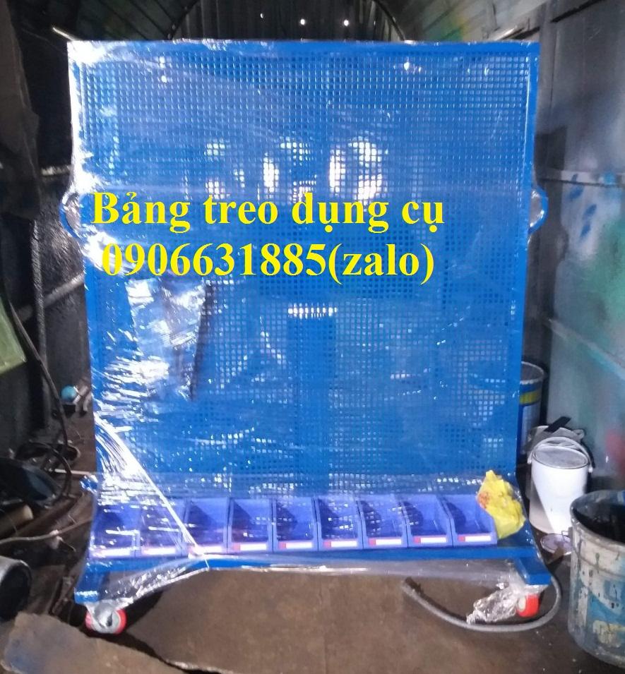 Giá treo dụng cụ tại garaxe ô tô, nhà máy, các xưởng cơ khí,..