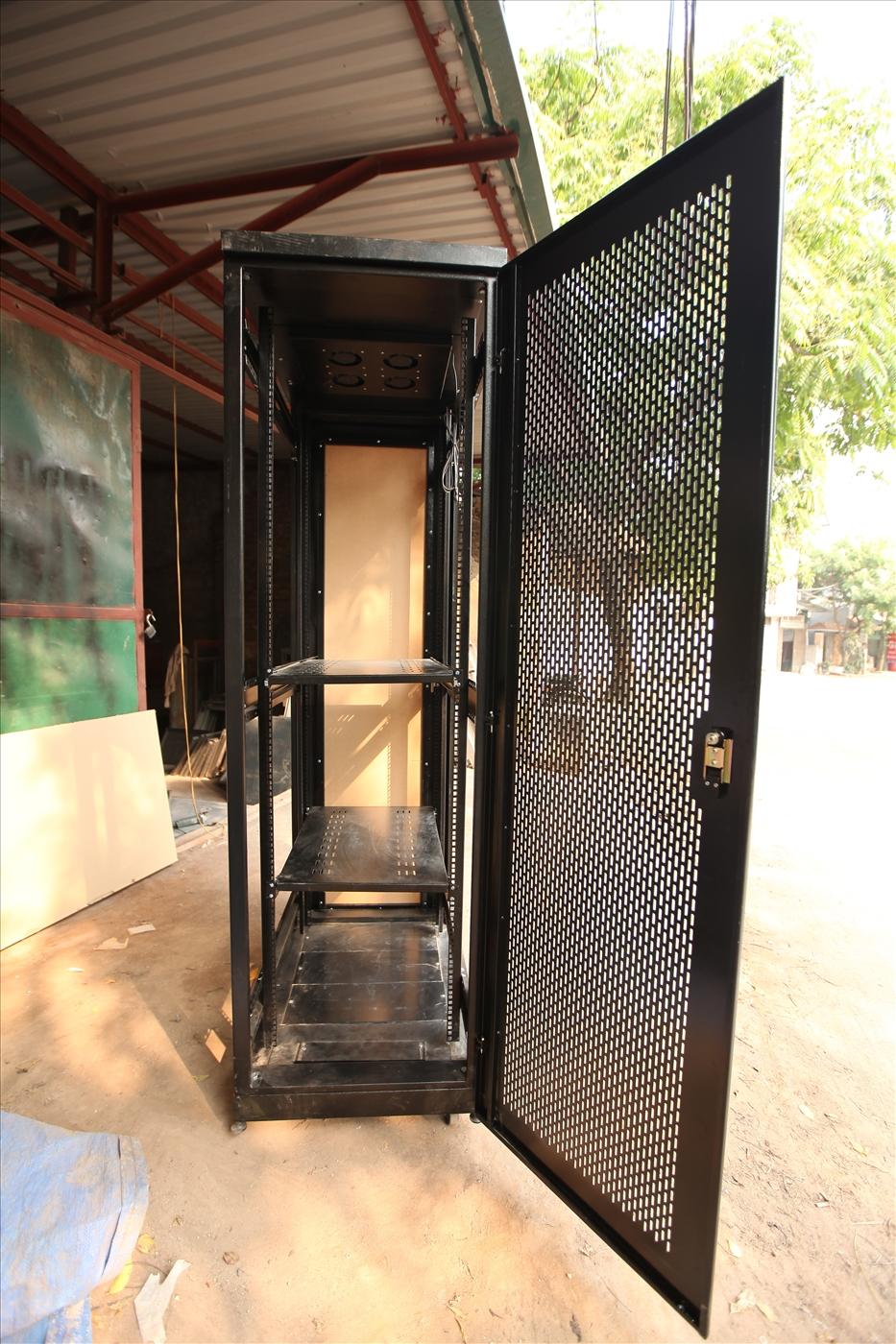 Tủ mạng FAMRACK E-CLASS 36U-D1000