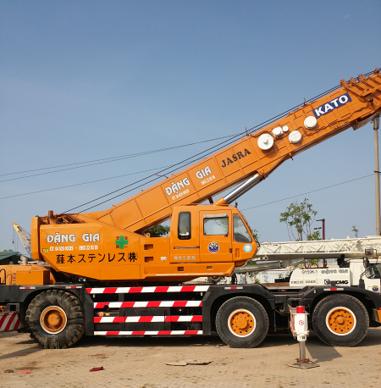 Xe cẩu bánh lốp Kato KR-70H (70 tấn)