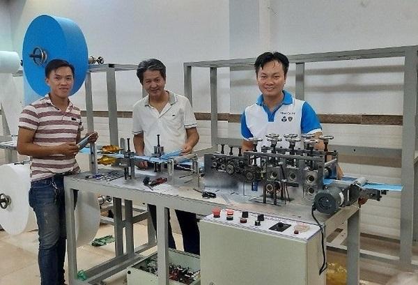 Chế tạo thành công hệ thống máy sản xuất khẩu trang y tế made in Vietnam