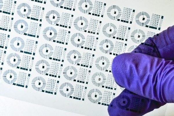 Thiết bị điện cực mềm và dẻo như cao su giúp đọc tín hiệu điện trong não bộ hiệu quả hơn