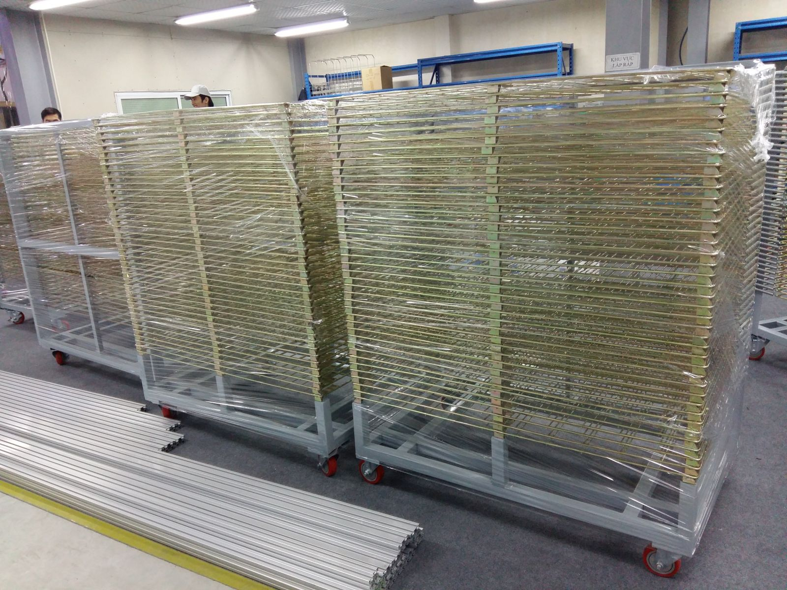 Xe lưới nhiều tầng- Xe sấy nhiệt inox nhiều tầng