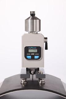Máy đo độ cứng cao su HPE II Pusey & Jones hiển thị số theo tiêu chuẩn ISO 7267-3, ASTM D 531