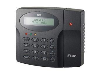 Thiết bị chấm công và kiểm soát cửa ra vào bằng mã PIN & thẻ IDTECK mã SR505