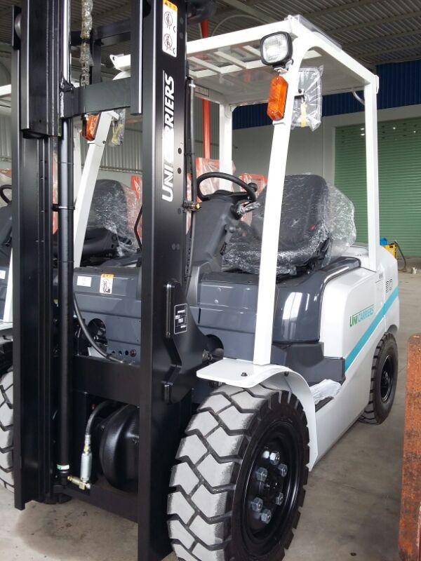 Xe nâng dầu mới hiệu TCM (UniCarriers) 1.5 tấn nâng cao 3m