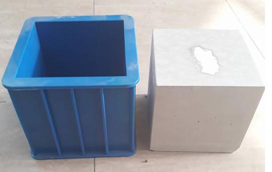 Khuôn đúc mẫu bên tông bằng nhựa 50X150X150mm