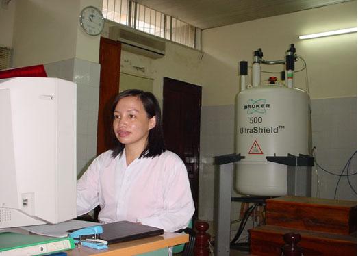 Máy cộng hưởng từ hạt nhân phân giải cao 500 MHz